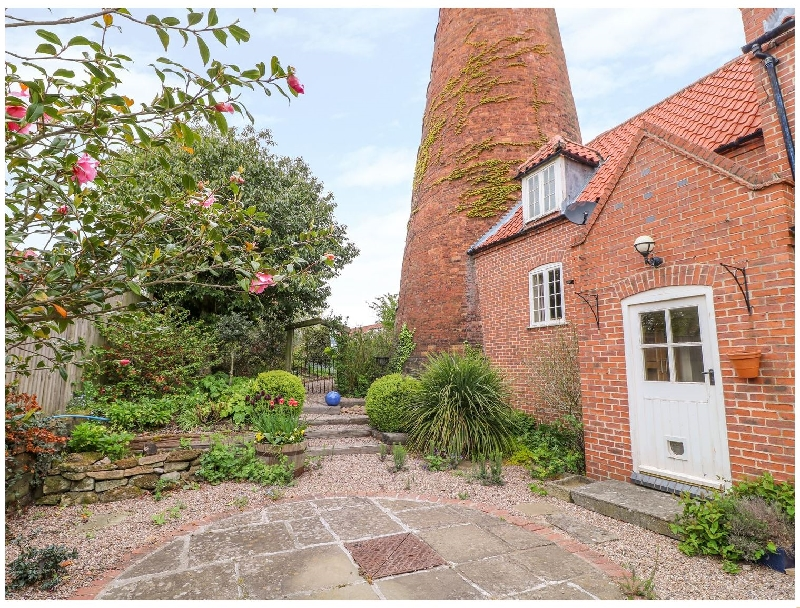 The Windmill a holiday cottage rental for 8 in Southwell,