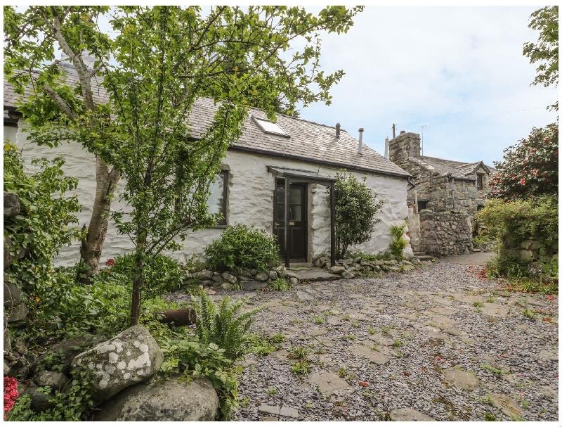 2 Pant Heulog a holiday cottage rental for 4 in Dyffryn Ardudwy,
