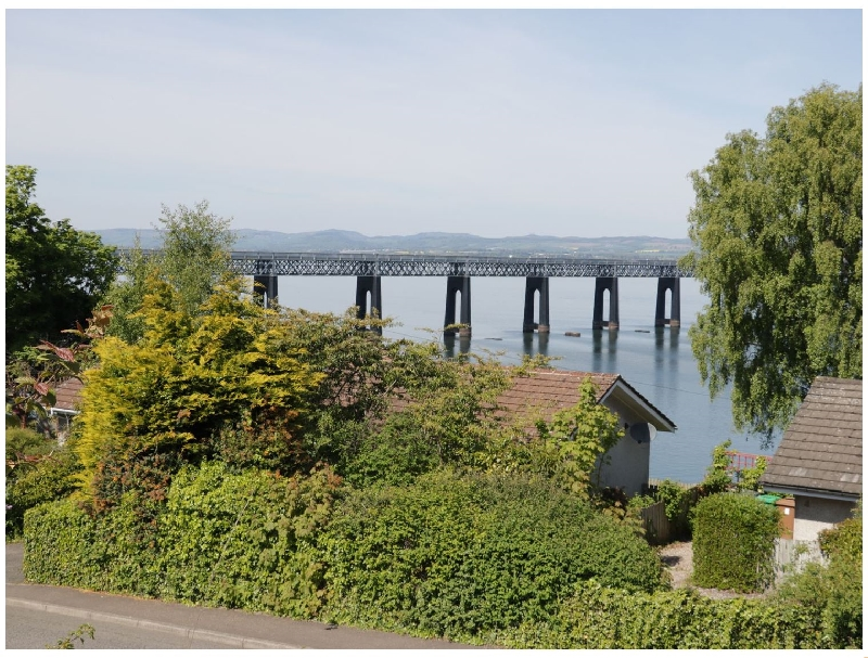 Bay View Cottage a holiday cottage rental for 8 in Wormit,