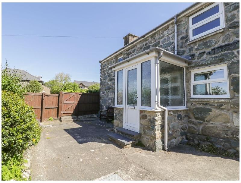 Ty Uchaf a holiday cottage rental for 6 in Dyffryn Ardudwy,