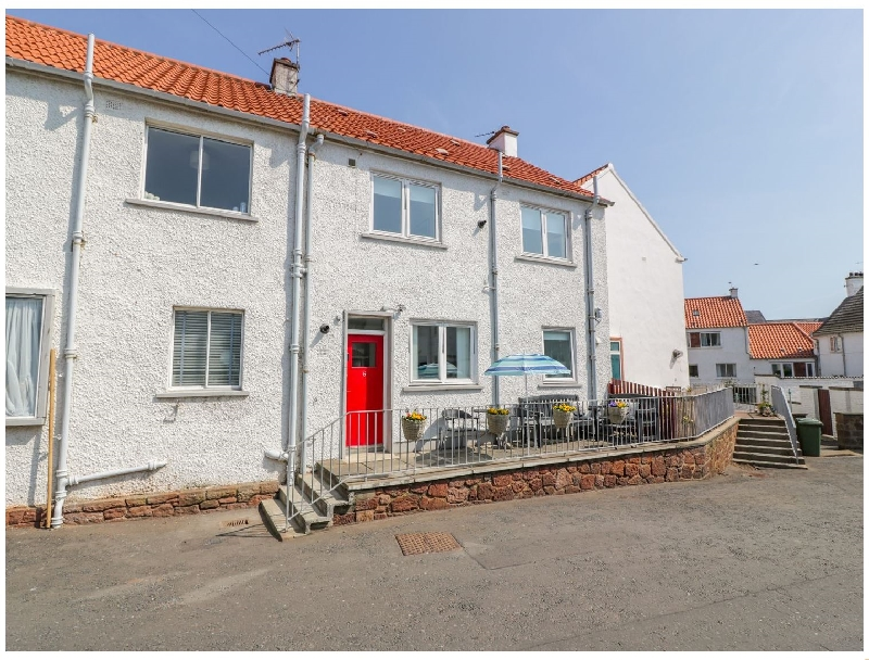 5 Harbour Court a holiday cottage rental for 6 in Dunbar,