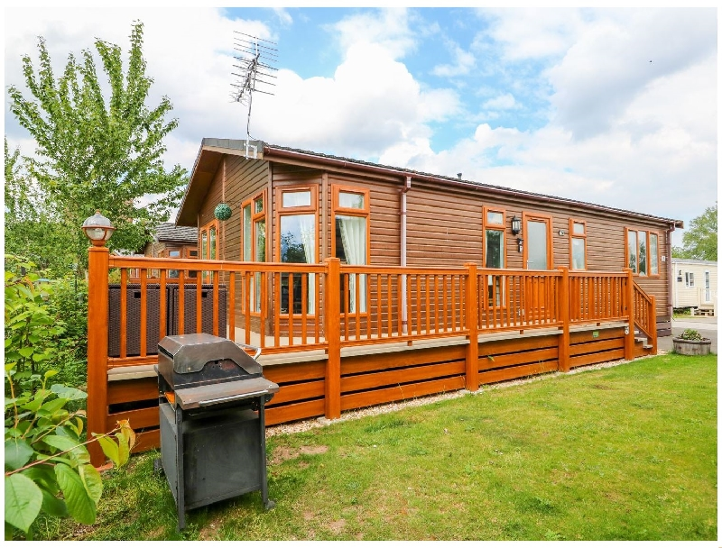 4 Castle View a holiday cottage rental for 6 in Tattershall Lakes Country Park,