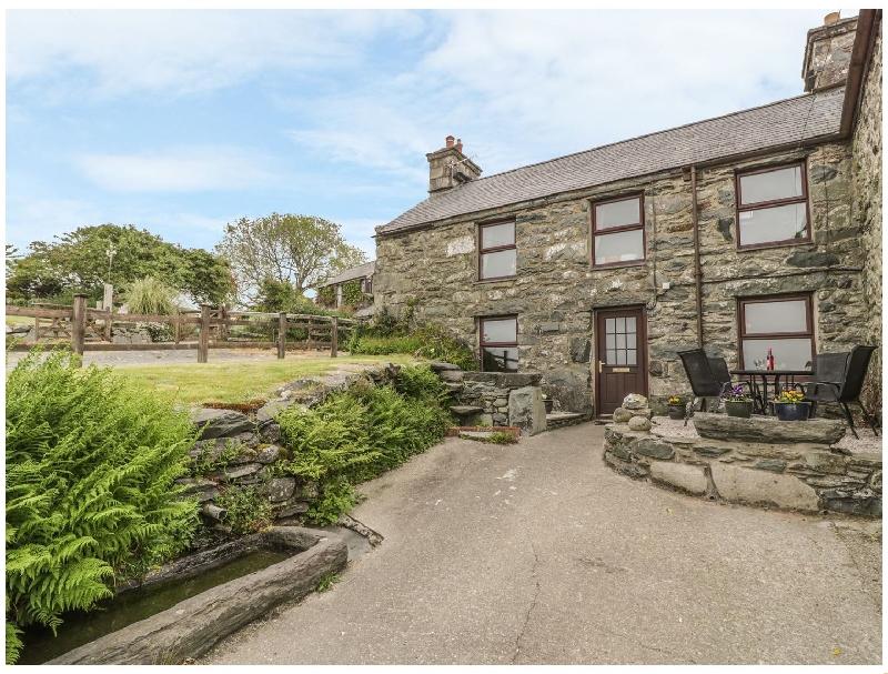 Hendy Cottage a holiday cottage rental for 5 in Llanbedr,