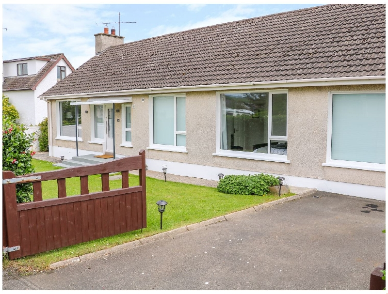 Seacoast Cottage a holiday cottage rental for 6 in Castlerock,