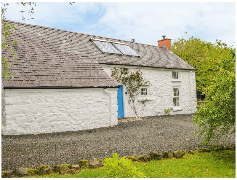 Rosslare Cottage a holiday cottage rental for 4 in Broughshane,