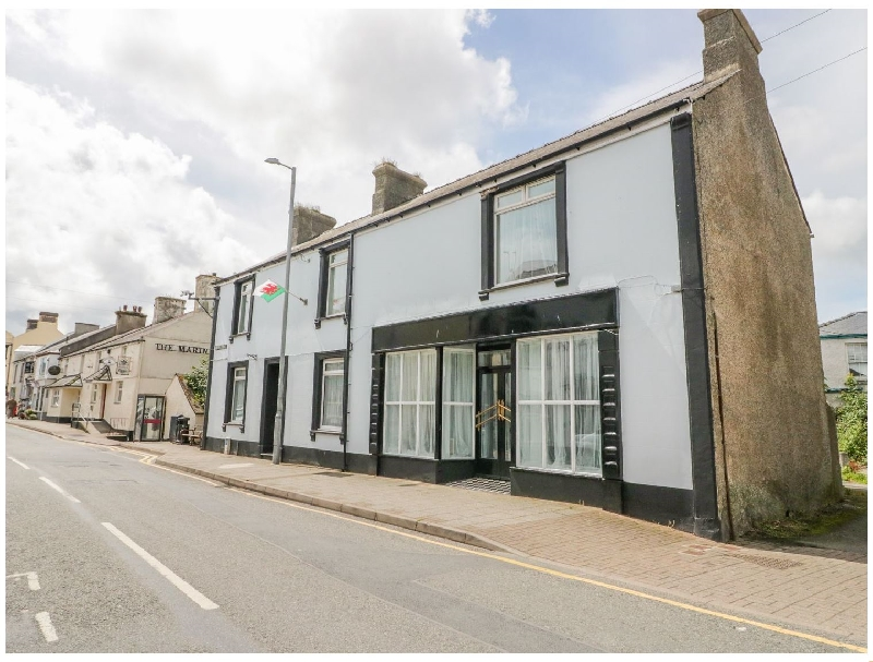 Regent House a holiday cottage rental for 19 in Amlwch,