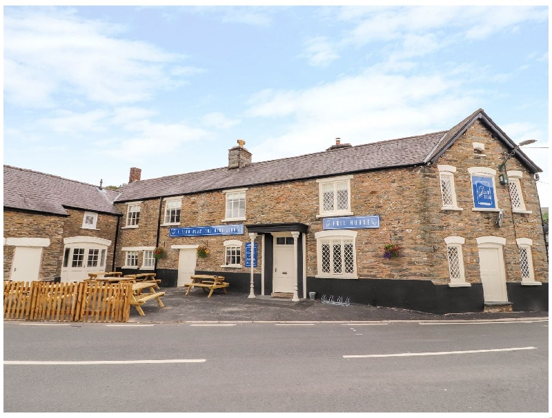 Blue Lion Hotel Apartment a holiday cottage rental for 6 in Cynwyd,