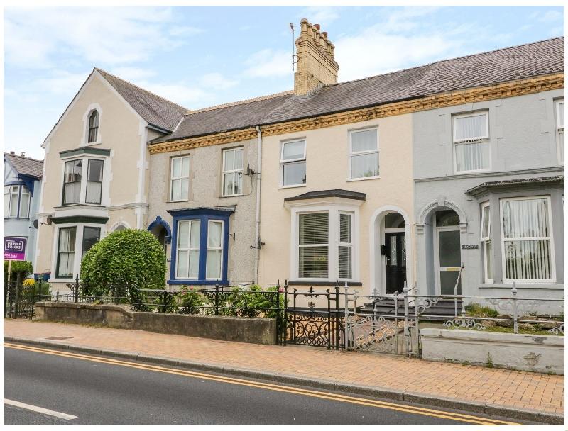 6 Caradog Villas a holiday cottage rental for 4 in Llangefni,