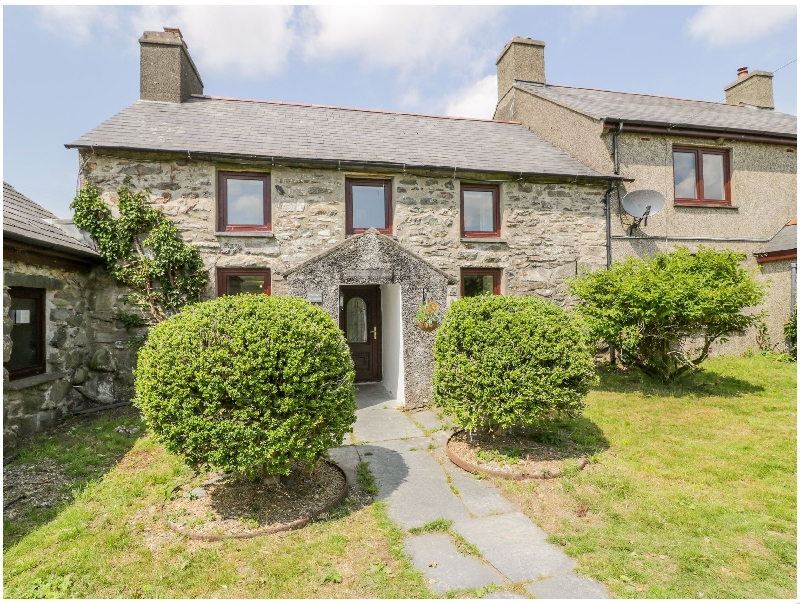 Bwthyn Pennant a holiday cottage rental for 4 in Porthmadog,