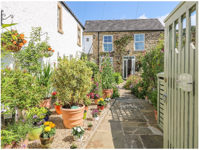 Garden Cottage a holiday cottage rental for 2 in Eyam,