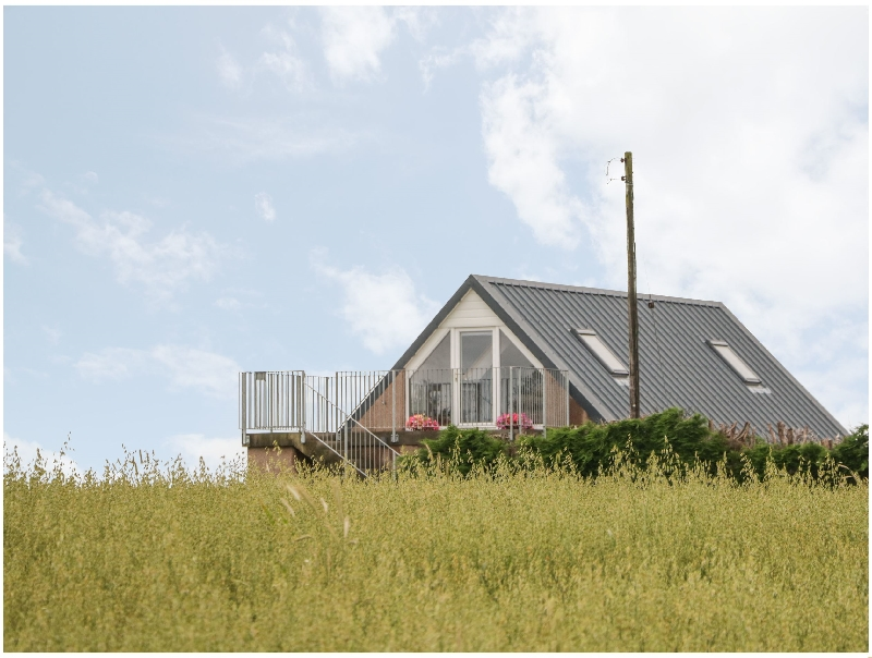 Little Lochlair a holiday cottage rental for 2 in Forfar,