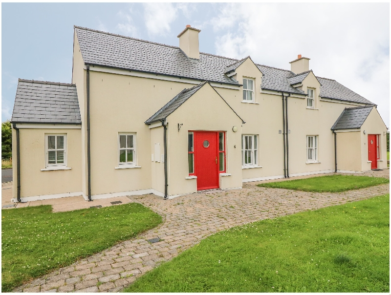 No. 6 An Seanachai Holiday Homes a holiday cottage rental for 6 in Ring,