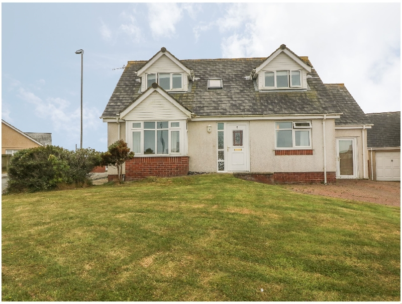 5 Cae Derwydd a holiday cottage rental for 8 in Cemaes Bay,
