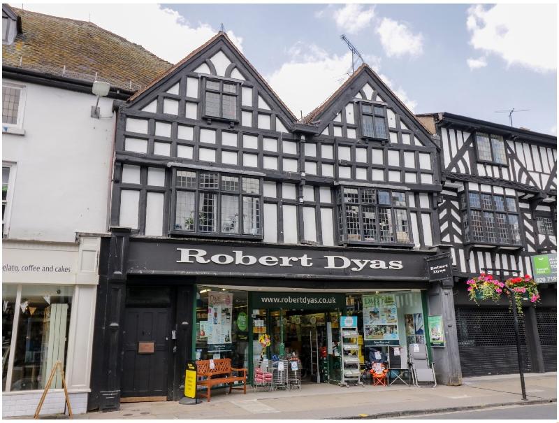Tudor Loft - High Street a holiday cottage rental for 4 in Stratford-Upon-Avon,
