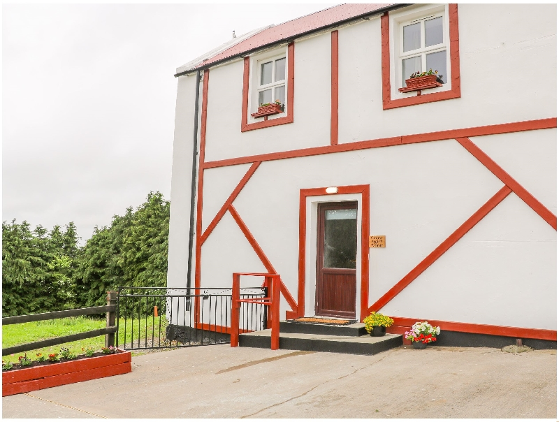 Granny Aggies Parlour a holiday cottage rental for 5 in Creggan,