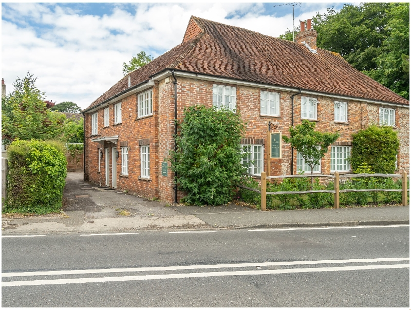 Goodwood Cottage a holiday cottage rental for 4 in Lavant ,