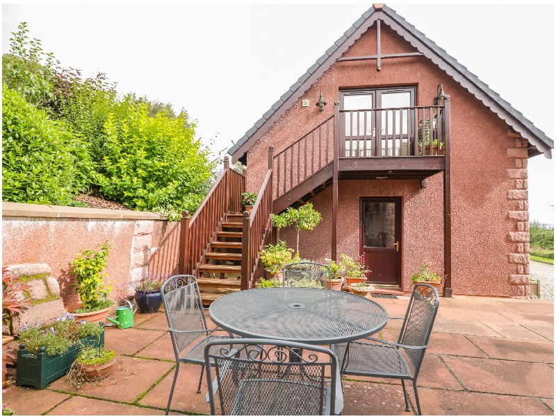The Roofspace at Braeside a holiday cottage rental for 2 in Edzell,