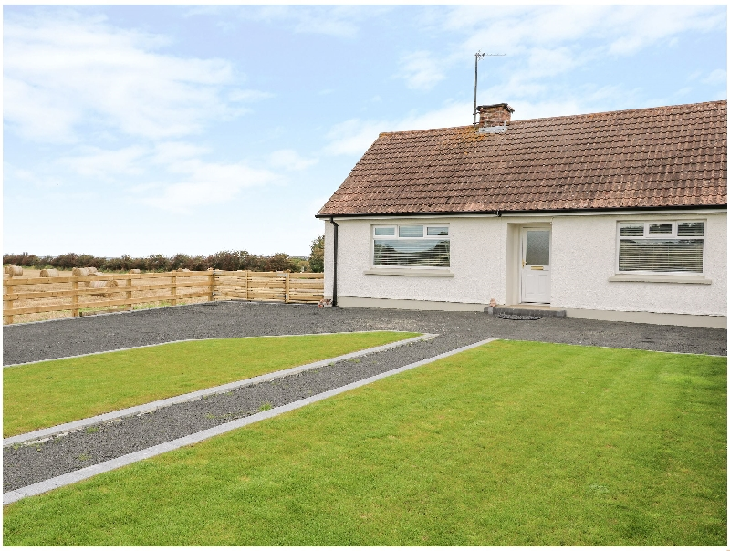 Searoad Cottage a holiday cottage rental for 5 in Castlerock,
