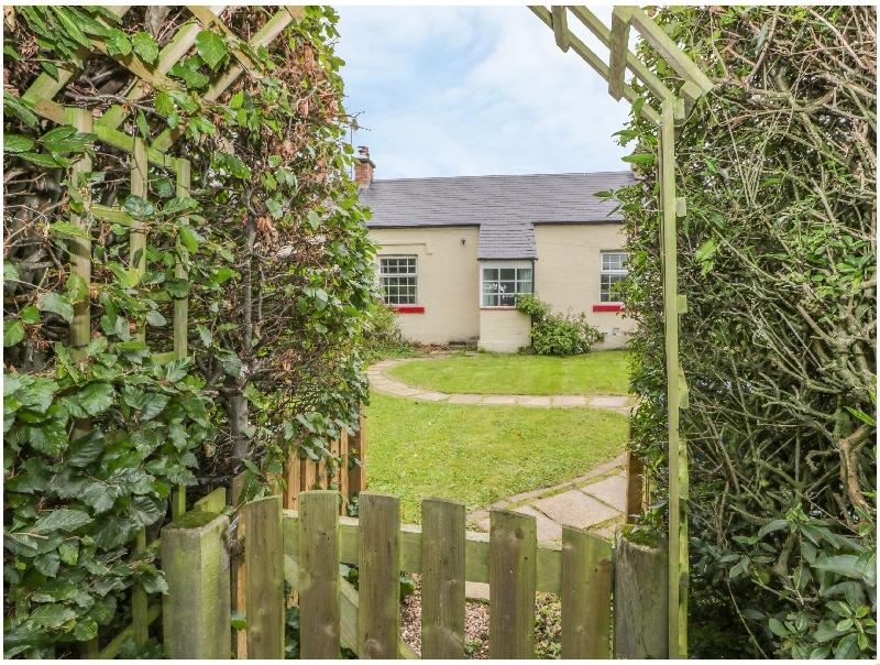 3 Burnside Cottages a holiday cottage rental for 2 in Linlithgow,