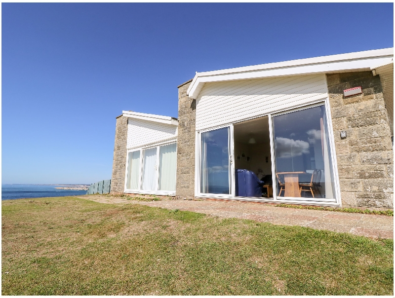 57 Cliff End a holiday cottage rental for 4 in Freshwater,