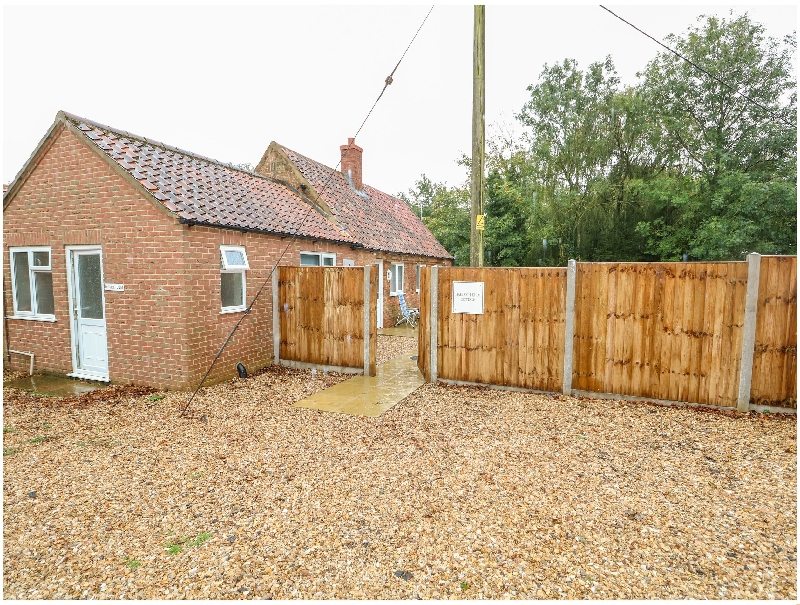 Hadleigh Farm Cottage a holiday cottage rental for 4 in Gayton,