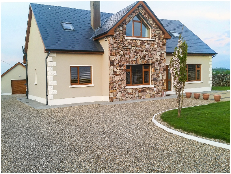 A Country View Cottage a holiday cottage rental for 12 in Athenry,