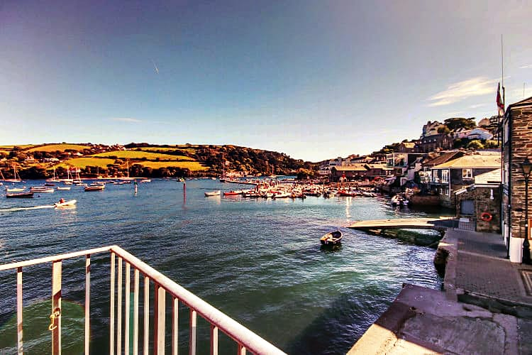 Quayside Cottage a holiday cottage rental for 8 in Salcombe,