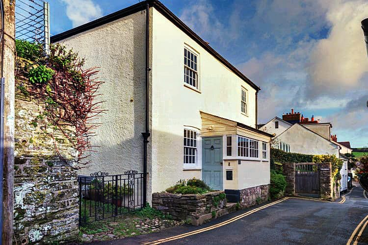 Court Cottage a holiday cottage rental for 6 in Salcombe,