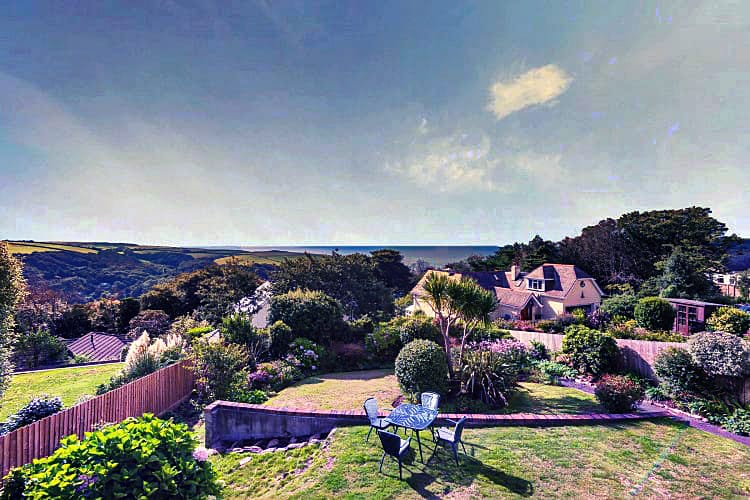 Sunny Ridge a holiday cottage rental for 6 in Salcombe,