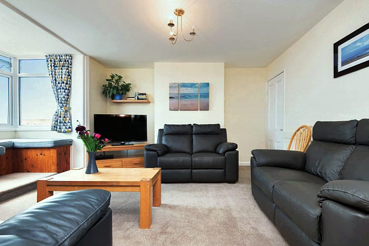 La Casa Apartment a holiday cottage rental for 6 in Lyme Regis,