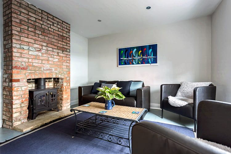19 Station Street a holiday cottage rental for 4 in Lymington,