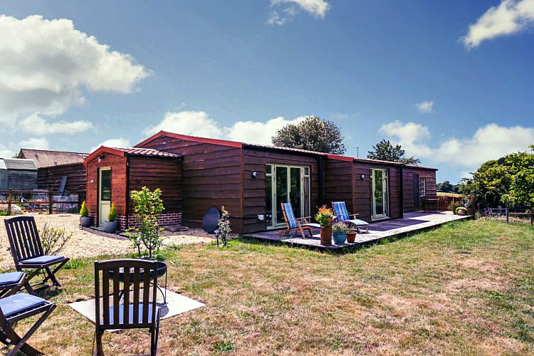 Walnut Barn a holiday cottage rental for 4 in Hale,