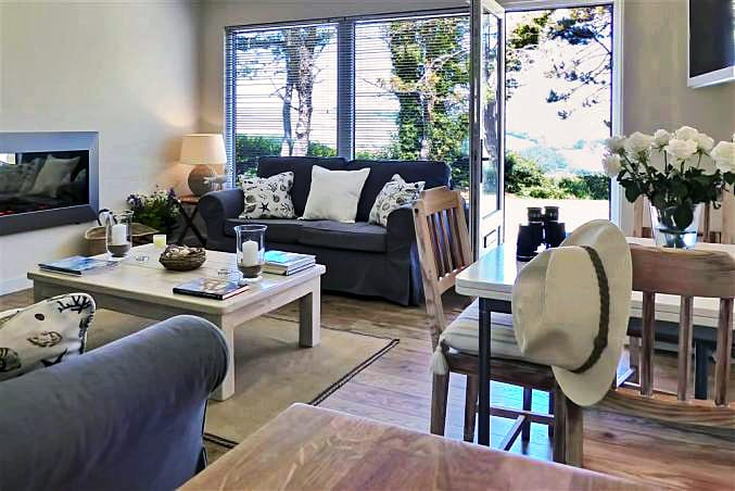 Bolthole Cabin a holiday cottage rental for 4 in Dartmouth,