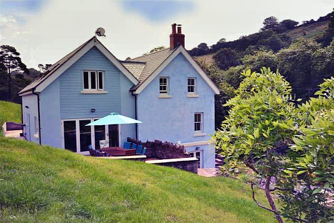 Burnt House a holiday cottage rental for 10 in Bantham,