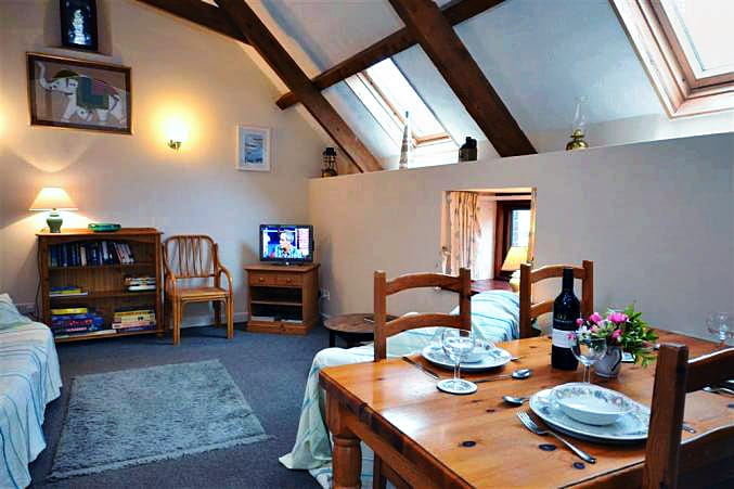 Details about a cottage Holiday at Higher Norton Farm, The Barn