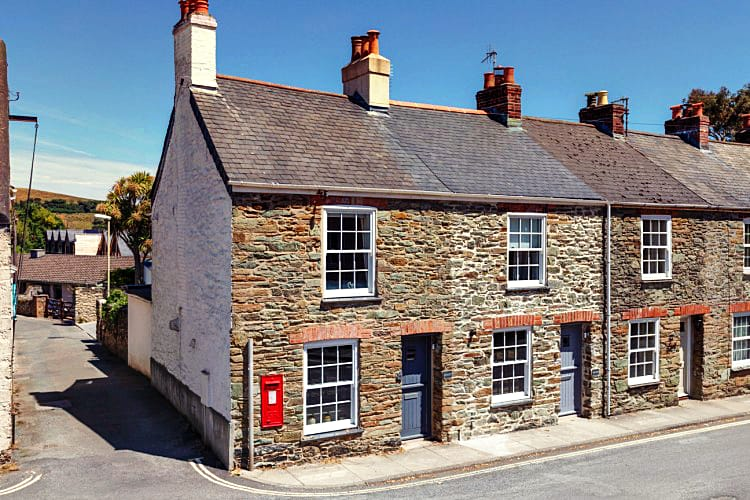 Cornerstone Cottage a holiday cottage rental for 6 in Salcombe,